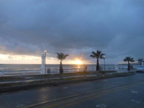 Maldonado Department, Uruguay: hasta en un día lluvioso vale la pena el atardecer