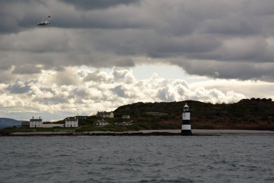 Beaumaris, UK: The lighthouse at Trwyn Du on the way out to Puffin Island