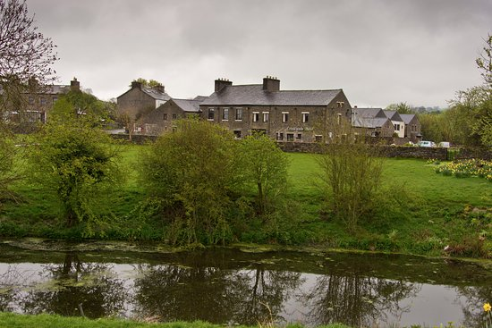 Crooklands Hotel: rural setting but just off the M6