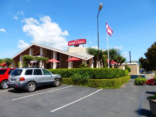 Hollister, CA: Casa Wine and Deli