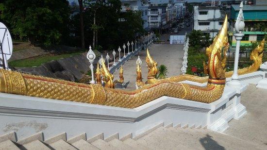 Pak Nam, Thailand: Wat Kaew Ko Wararam - schodiště