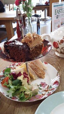 Bromsgrove, UK: afternoon tea