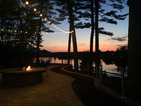 Montague, Nueva Jersey: Lakeside Patio At Sunset