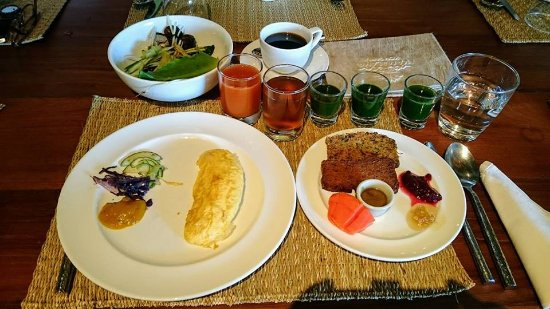 Laem Set, Thailand: Breakfast (95% detox!)