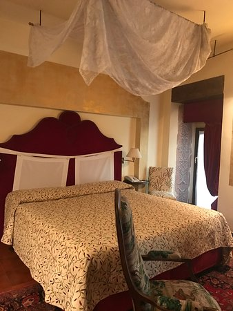 Неплохой отель в центре, интерьер на любителя