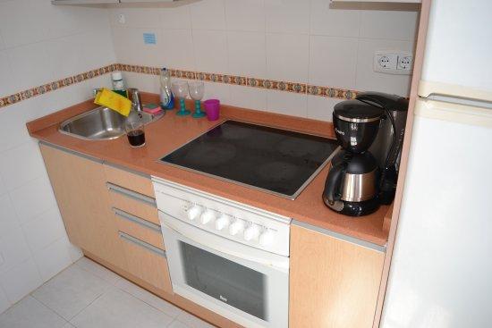 Fuentepark Apartamentos: Köket i lägenhet nr 2