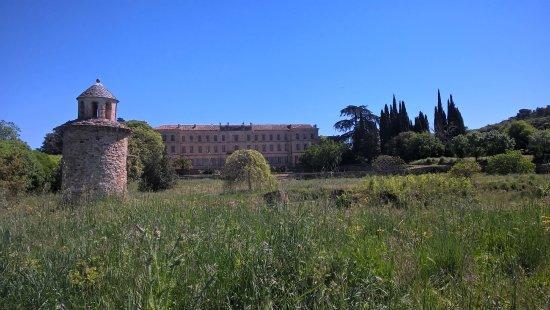 Château Abbaye de Cassan : vue arrière