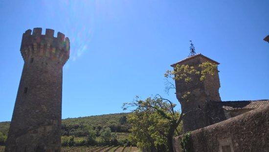 Château Abbaye de Cassan : la tour reserve d eau