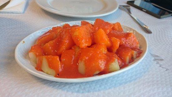 Perlora, Spain: Patatas bravas