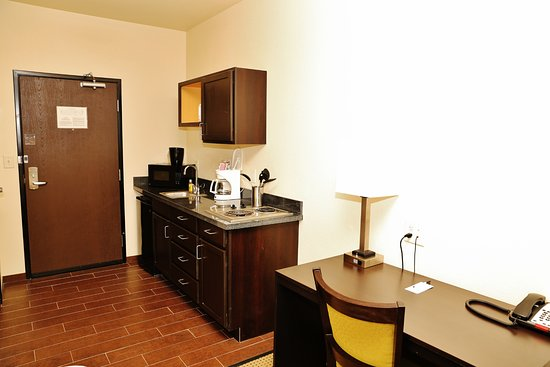 Stanley, ND: Kitchenette and Desk