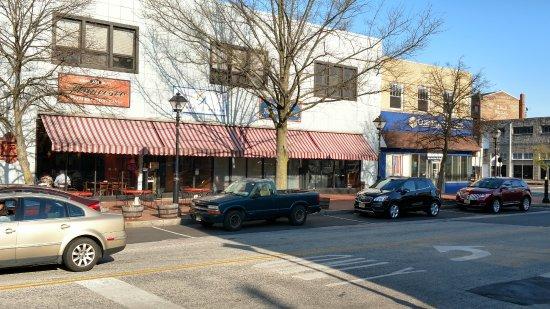 Burlington, Nueva Jersey: Francesco's located in the old McCrory's building