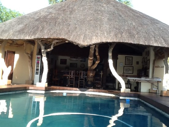 Grietjie Nature Reserve, Südafrika: The pool and dining area.