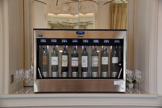 Blanquefort, Frankrike: Distributeur automatique de vin au verre
