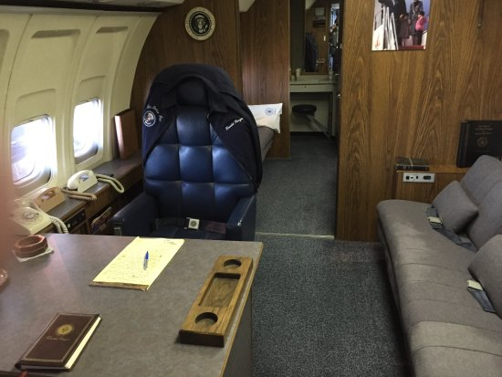 20170422 121230 picture of ronald reagan Air force one interior