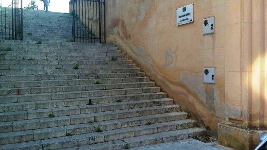 Muro delle Cattive: SCALINATA DI INGRESSO.