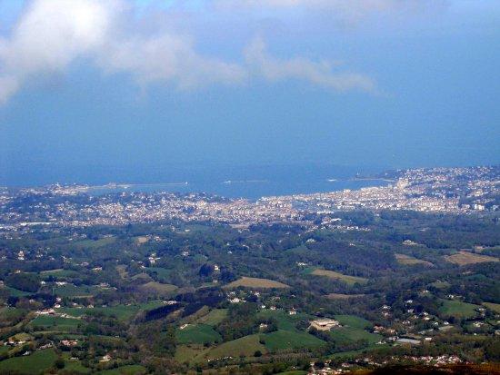 Sare, Frankrike: vue sur Biarritz