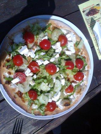 Mogosoaia, Romania: Pizza tricolore italienne