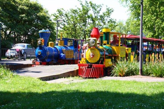 Kleinbahn im Rheinpark : Planloks der Bahn sind die beiden Western-Loks