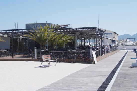 Stay Restaurant: On the pir with view at the inner bay of the town and the last sun