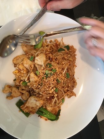 Dothan, AL: Excellent food. Pad Thai and Spicy Chicken