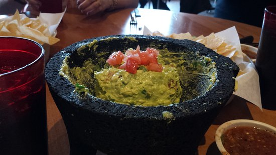 Orland Park, IL: Guacamole made at the table!