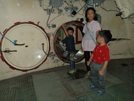 Monkasel (Submarine Monument): Monkasel Surabaya