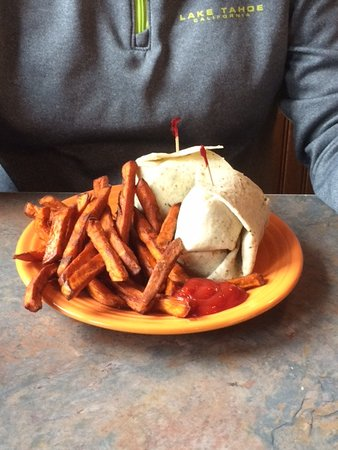 Banner Elk Cafe & Lodge: Chicken wrap with delicious sweet potato fries