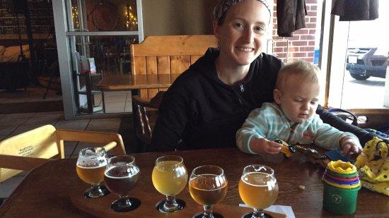 Newark, DE: Pizza and beer was amazing!