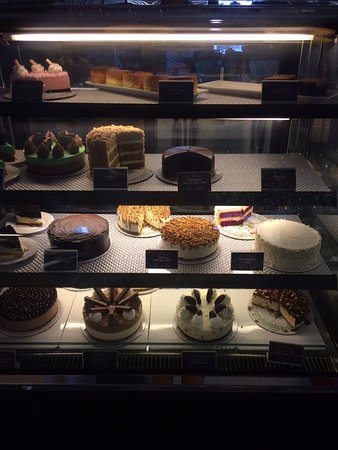Balanga City, Филиппины: Lots of cakes to choose from!