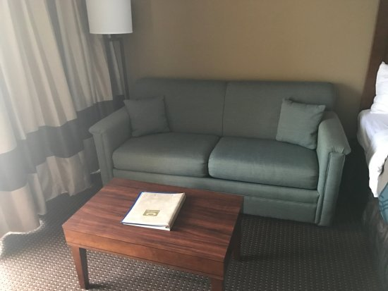 Econolodge Oceanblock: Couch is a bed and can comfortably fit three small kids!
