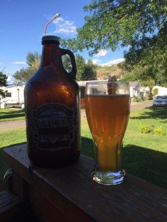 Σάλμον Αρμ, Καναδάς: Wit beer growler brings out the summer
