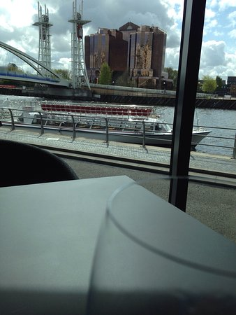 Salford, UK: Starter, dessert, waterside view
