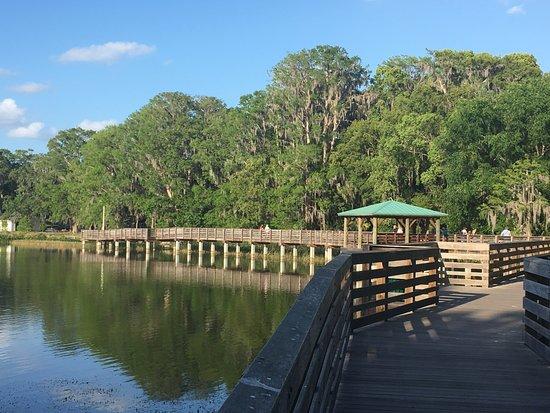Lake Dora: Walkways