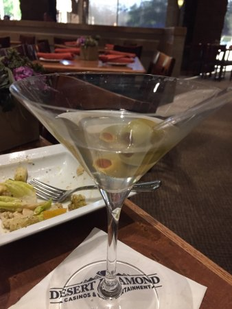 Sahuarita, AZ: Dirty martini and Excellent Filet