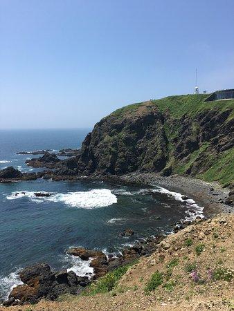 Cape Erimo: 襟裳崎は、強風で有名なところです。 岬の突端は、灯台がある丘ではなく、そこから随分と歩くことになります。