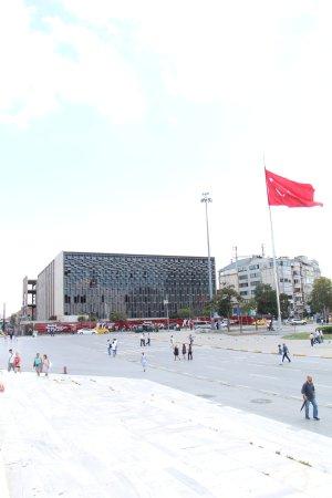 Taksim Park : Place Taksim - Gabriel Lothe