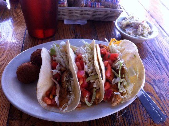North Fort Myers, FL: Grouper Tacos mit Hush Puppies