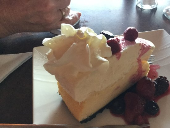 108 Mile Ranch, Canadá: Yummy, yummy cheesecake.