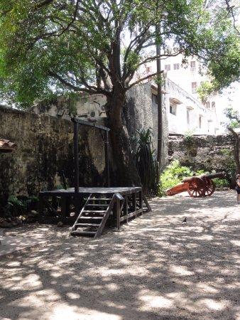 Museo Histórico de Cartagena de Indias: Platform for Hanging