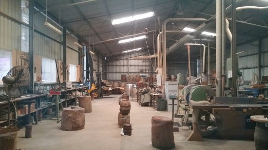 Rowland Flat, Australien: Making kegs and the final product