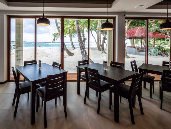 Thulusdhoo Island: View from Fusion Restaurant