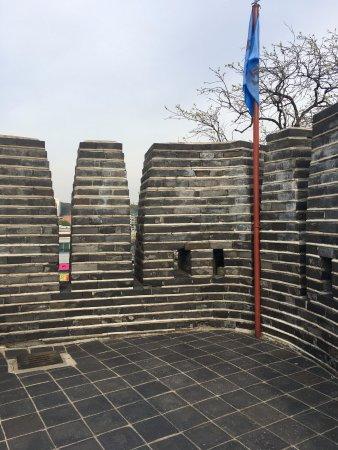 Suwon, Corea del Sur: 특이한 성벽 구조