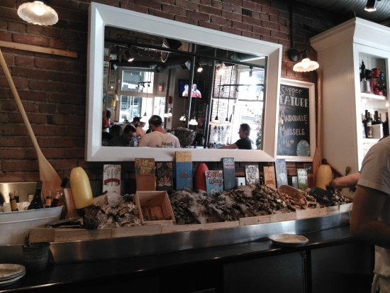 Rodney's Oyster House: Oyster bar