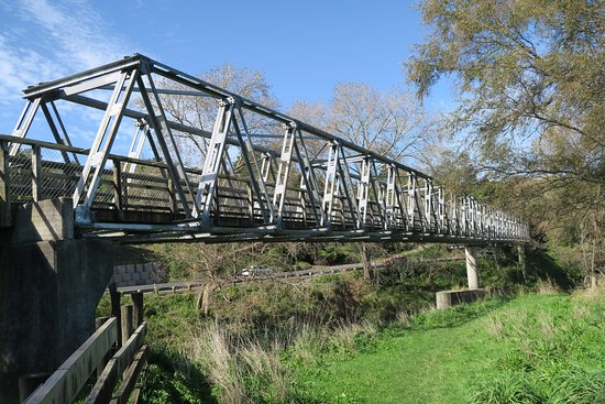 Thames, New Zealand: Bridge near Waikino