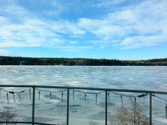 Sunny Slope Bed & Breakfast: View of the frozen lake in March