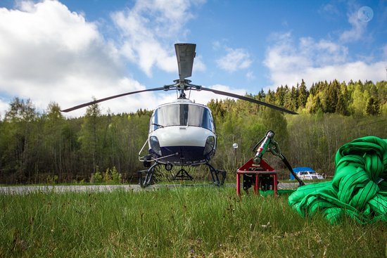 Sola Municipality, Noruega: Helitrans main focus is sling loading. Helitrans pilotes are versatile, know your helicopter byh