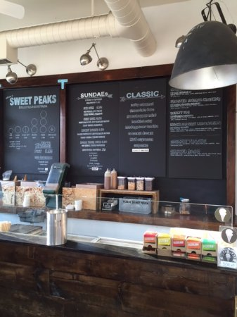 Sweet Peaks - Homemade Ice Cream: A look at the board. Pick some!
