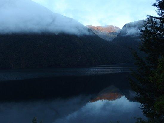 Fiordland National Park, New Zealand: 朝もやの山々