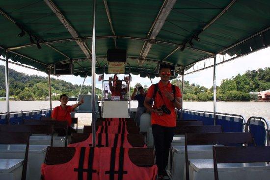 Semanggol, Malezja: Friendly Staff on the boat