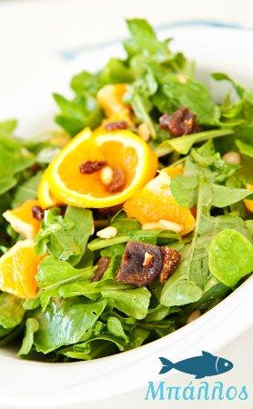 Kionia, Grecia: Δροσερή σαλάτα με πορτοκάλι και σύκο / Mixed salad with orange and fig